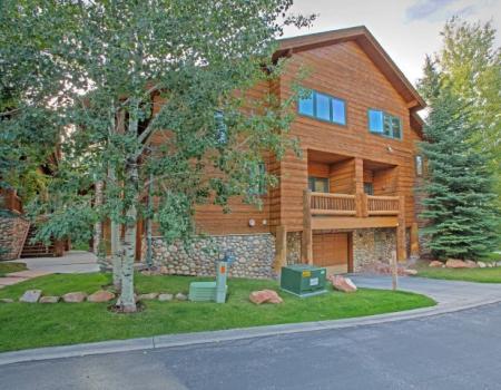 Exterior view of Timberwolf Lodge in Park City, Utah