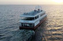 Dinner Cruise Boat Solaris heading into the sunset